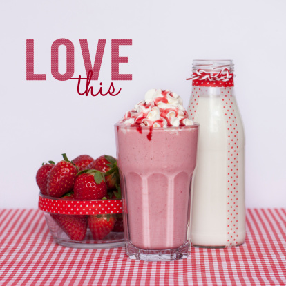 Apprendre à faire un milk shake à la fraise