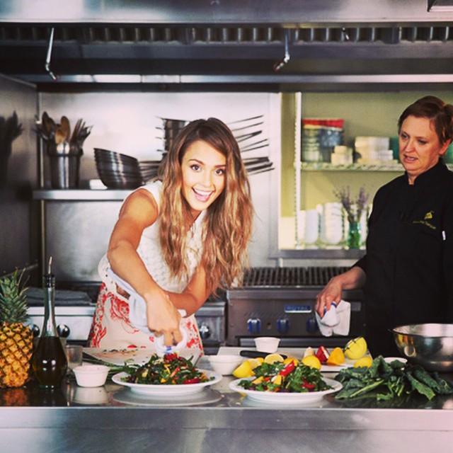 Photo instagram de Jessica Alba prenant un cours de cuisine