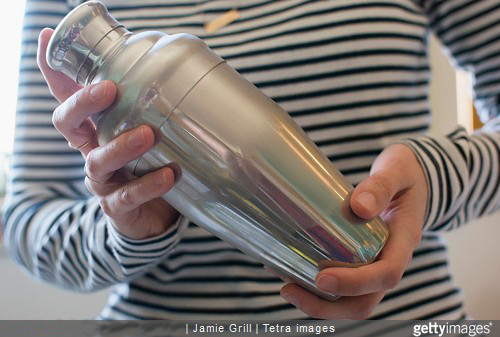 Positionnez correctement vos mains avant d'utiliser le shaker.