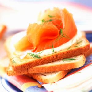 La tartine à base de saumon fait un excellent plat d'été